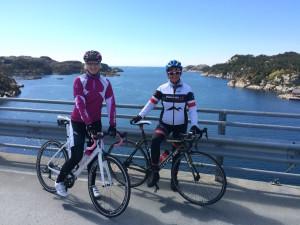 Grete og Jorunn nyter den fantastiske utsikten
