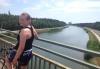 Anna ser utover elva Donau