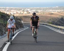 Hilde og Per på vei opp fra Maspalomas