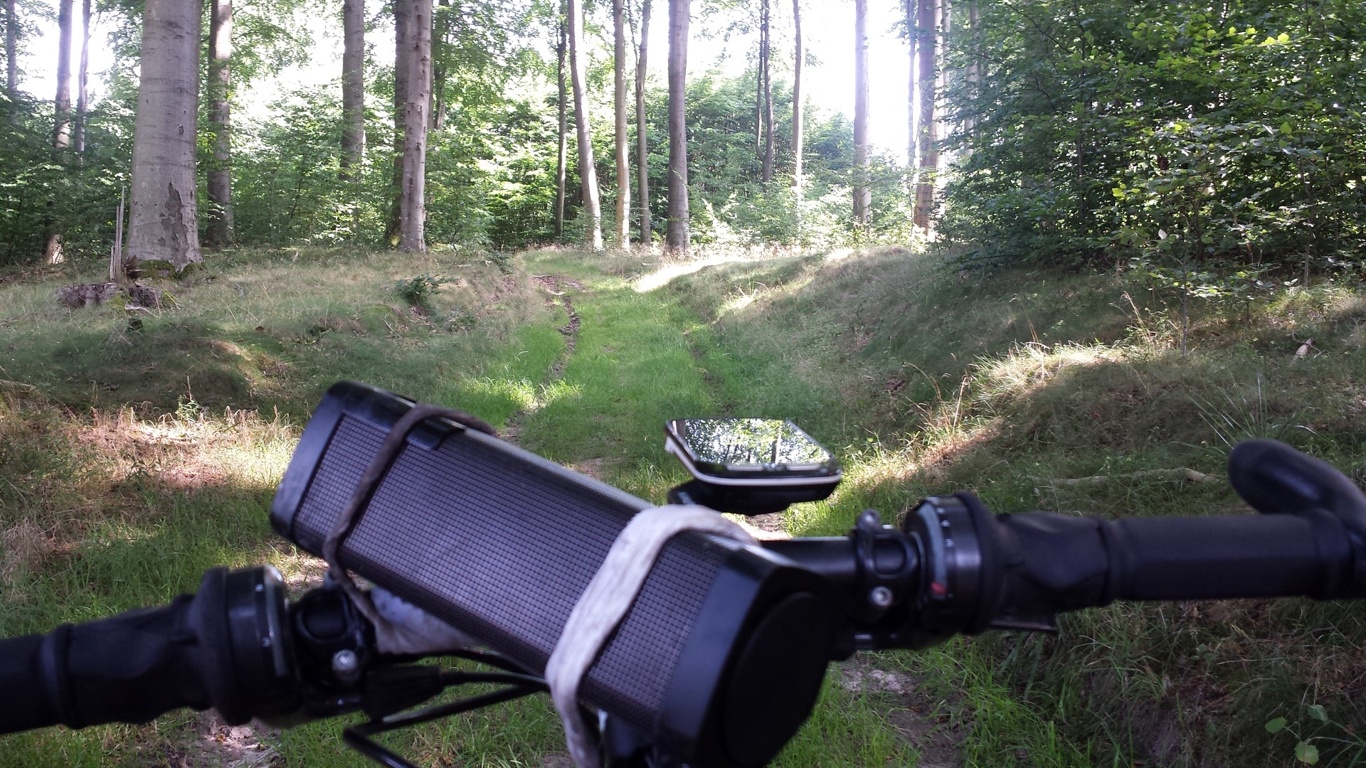 Alone  on  the  bike  again,  cycling  south  to  the  river  Elbe