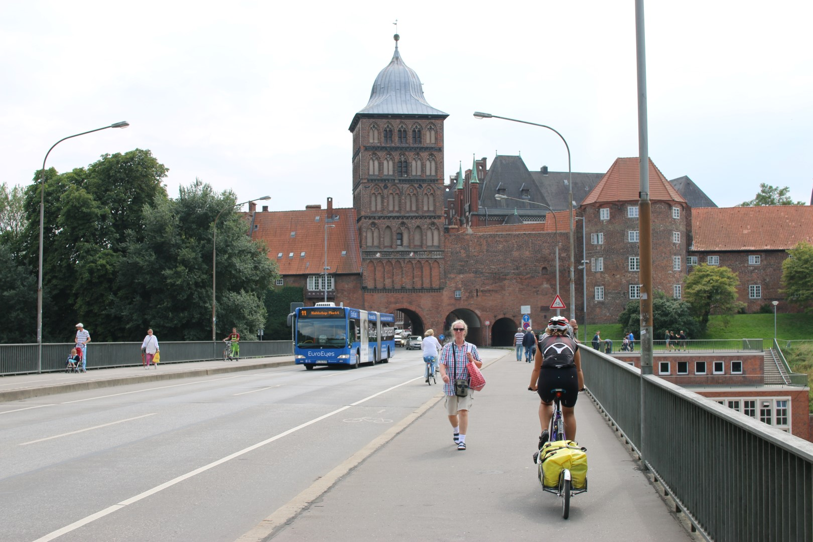Lübeck  here  we  come!  My  bicycle  is  ready  for  maintenance  and  we're  ready  to  enjoy  a  day  off!