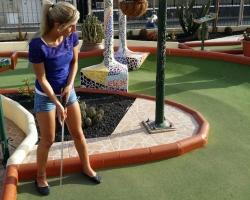 Hilde med rå golfstil